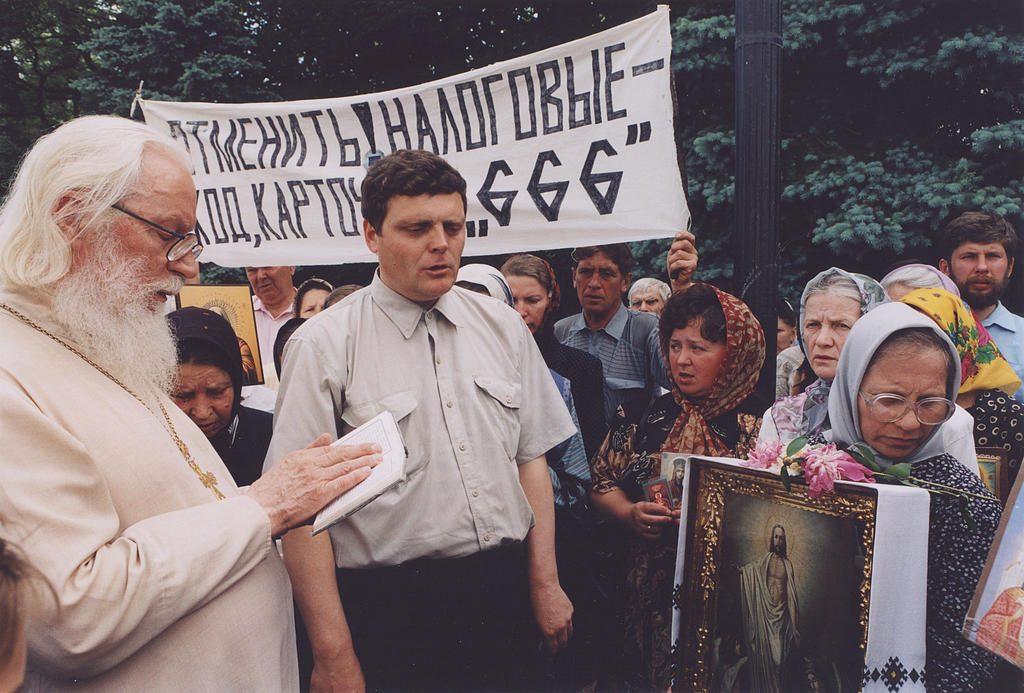 Киевские подвижники благочестия. Протоиерей Михаил Бойко на молебне возле Верховной Рады против ИНН
