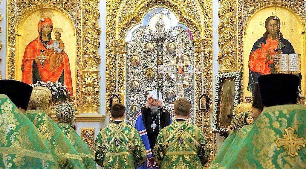 Божественная литургия в Киево-Печерской лавре в память перенесения мощей преподобного Феодосия Печерского