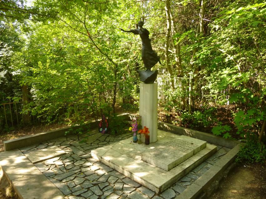 Удивительный мир Александра Грина. Памятник. Бегущая по волнам