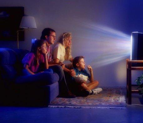 Самая трагичная ситуация в доме — это когда все сидят перед телевизором