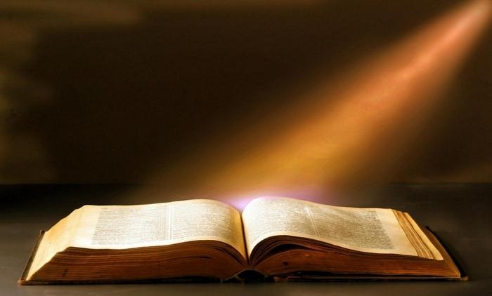 Почему дома важно читать Святое Евангелие и как правильно это делать?