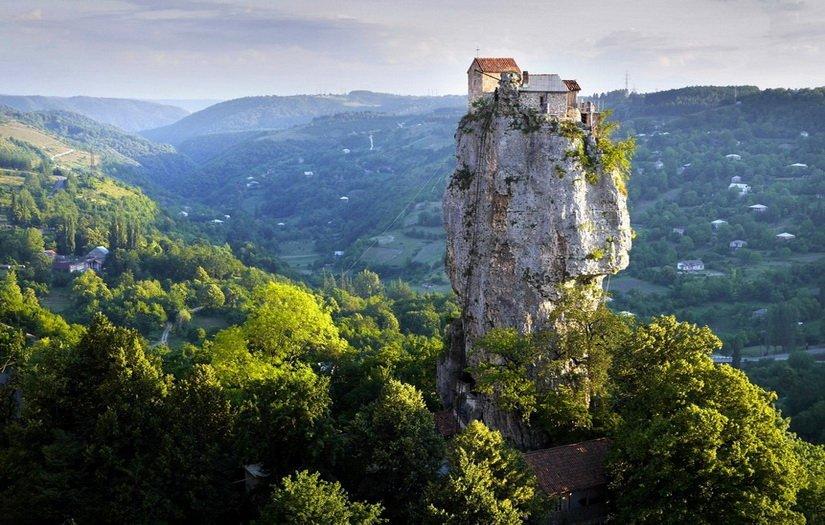 Столп Кацхи в Грузии