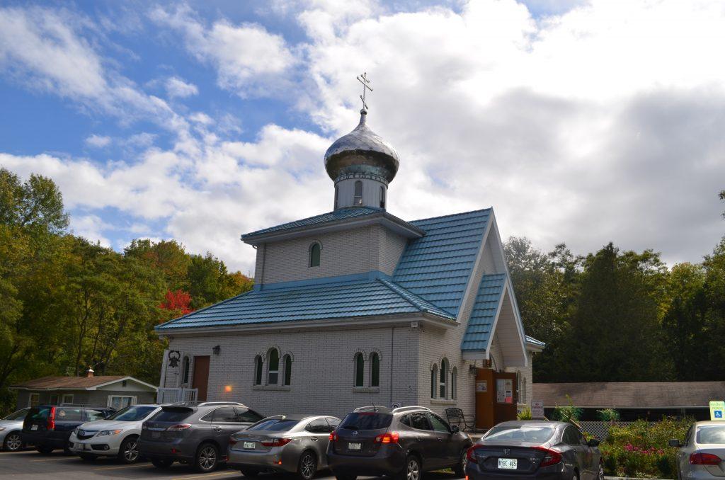Храм во имя иконы Смоленской Божией Матери в канадских Березках