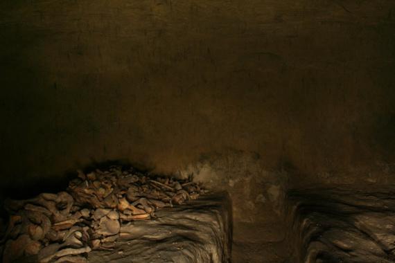 Древний монастырь св. Михаила на Зверинецкой горе в Киеве. Крипта 2