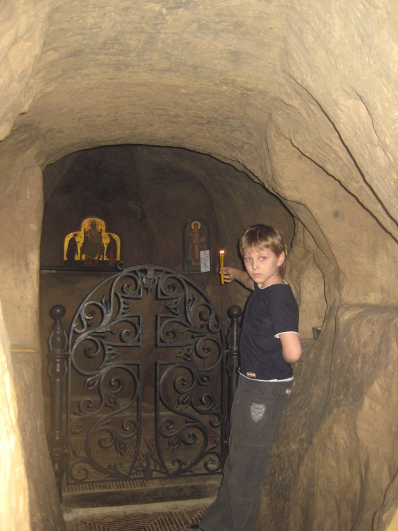 Древний монастырь св. Михаила на Зверинецкой горе в Киеве. Пещерный храм