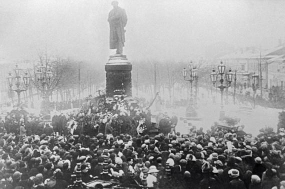 Похороны поэта Сергея Есенина. 31 декабря 1925 г.