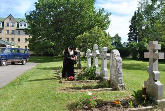 Монастырское кладбище. У могил основателей обители
