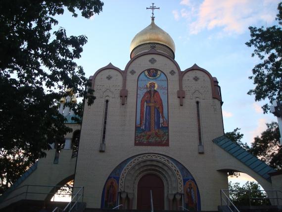 Храм во имя трех святителей в Гарфилде