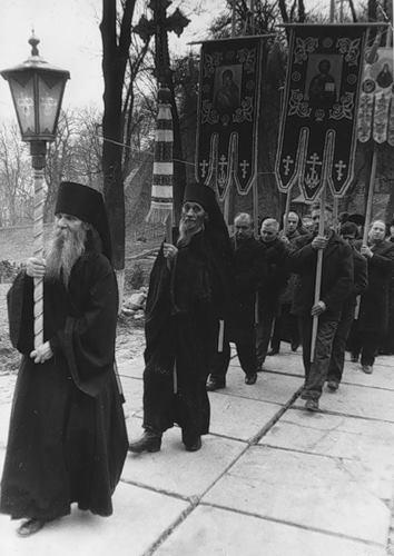Духовнику Киево-Печерской лавры схиархимандриту Авраамию (Куяве) - 92 года